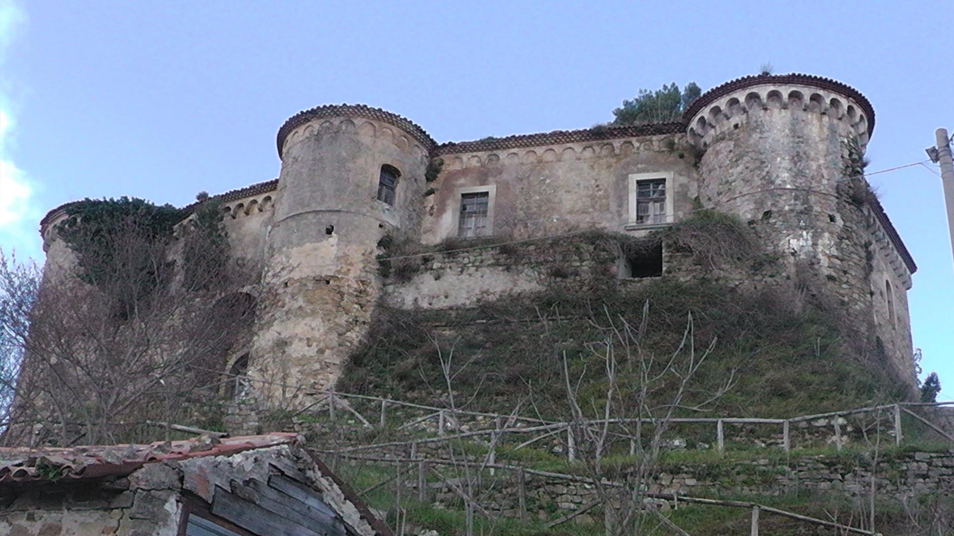 Lustra_castello_rocca