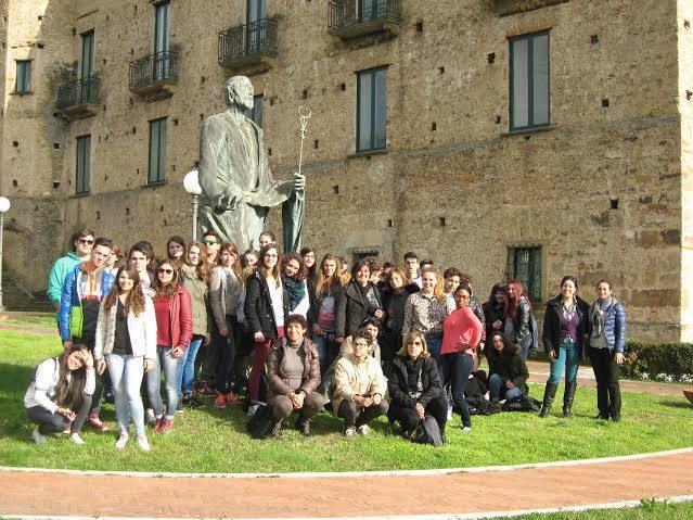 """Vallo della Lucania: gemellaggio tra l'IIS """"Cenni-Marconi"""" e il liceo """"Les trois sources"""" di Bourgles Valence"""