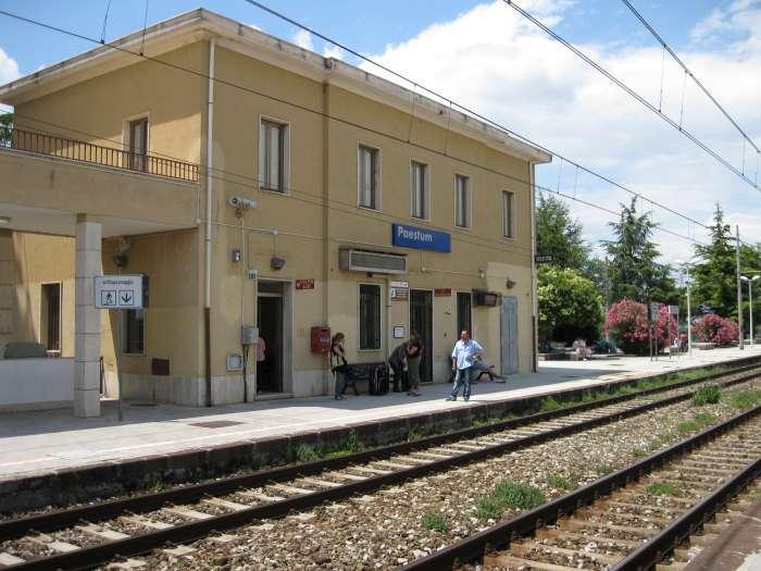 Stazione_di_Paestum-700