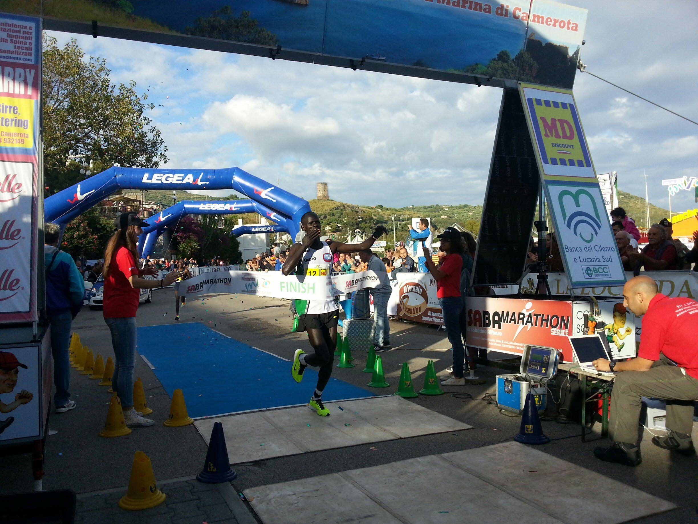 Tris keniano alla Corsa del Mito 2015