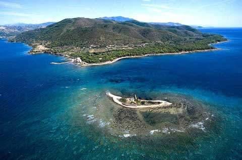 Castellabate, fuoco sull'isolotto di Punta Licosa