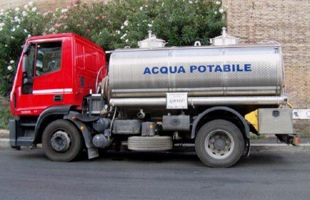 Crisi idrica in Cilento, arrivano le autobotti ma non bastano