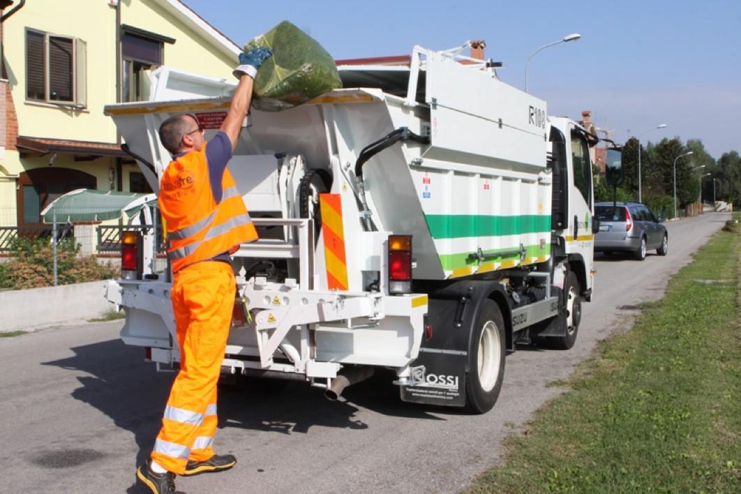 Contenitori per la spazzatura con codice a barre: è lotta agli indisciplinati