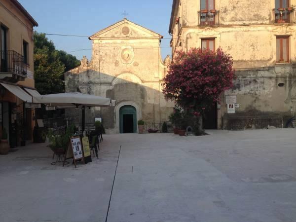 piazza_basilica_capaccio