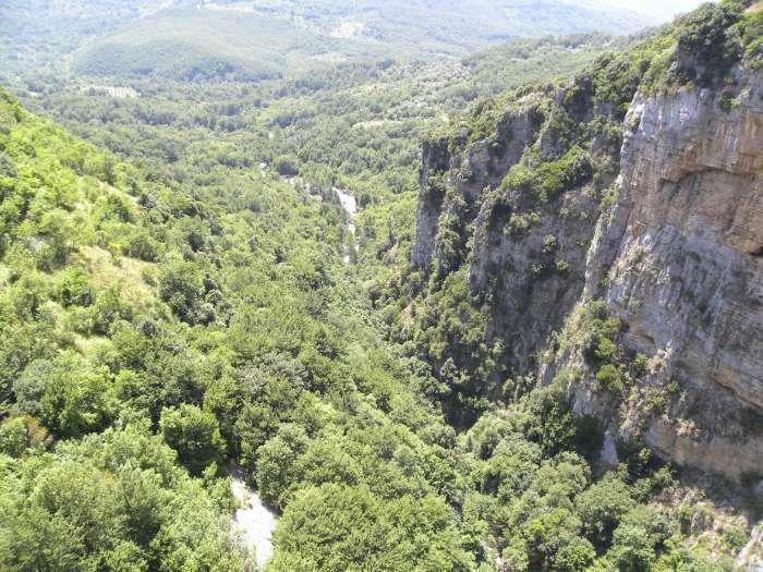 Cade in un dirupo durante un'escursione, paura per il vicesindaco di Casaletto Spartano