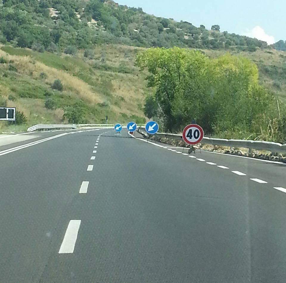 Incidente sulla Cilentana, auto contro furgone: un morto e due feriti