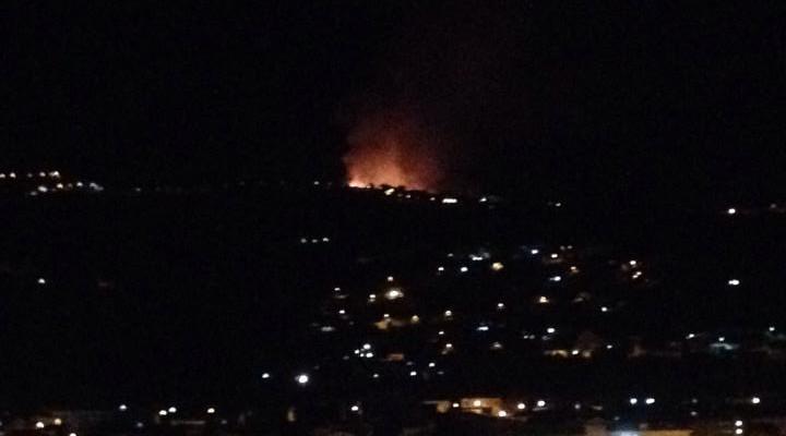 Vasto incendio nell'alto Cilento, fiamme alte metri