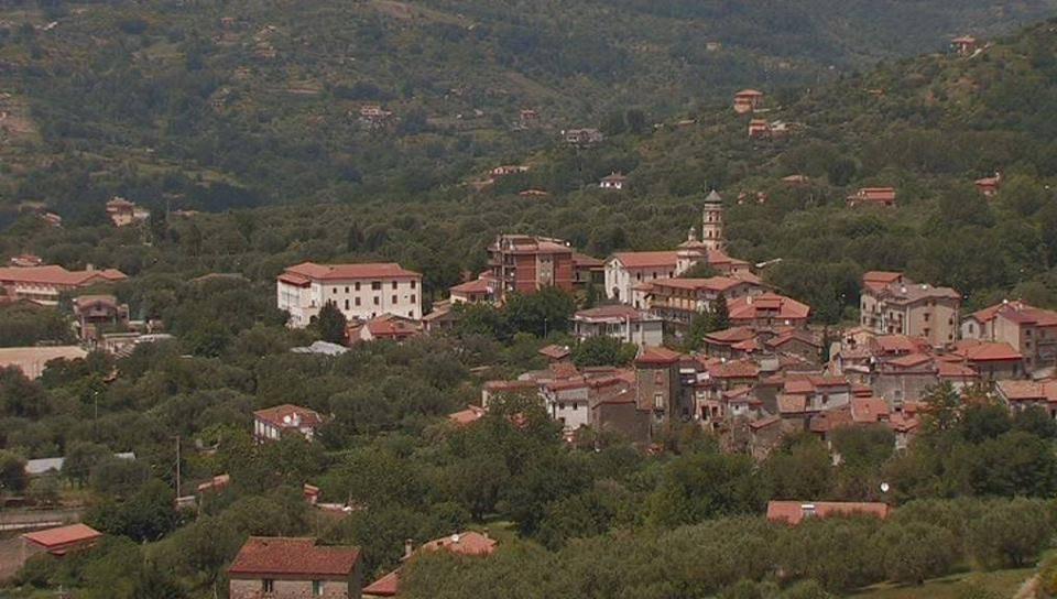 Vallo della Lucania, la polemica: «Nessun'opera pubblica per Massa»