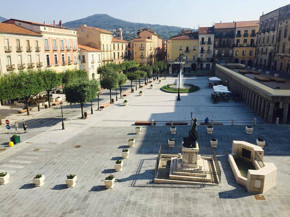 Vallo della Lucania, una poltrona per 4: un commercialista sfida 3 medici