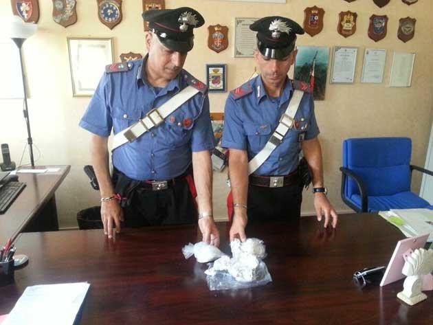 Droga da Napoli al Golfo di Policastro, arrestata coppia di Giugliano