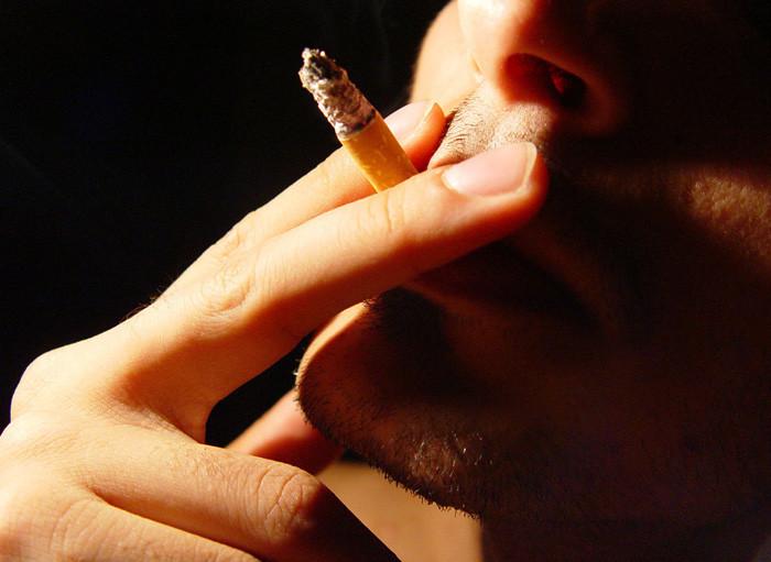 Scatta il divieto di fumare con bambini e donne incinte