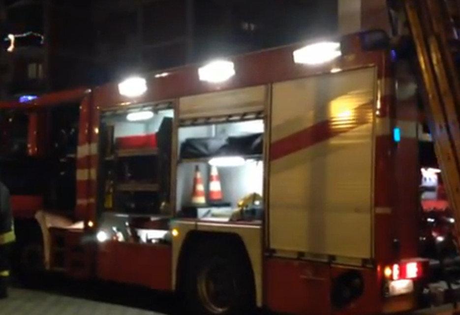 Tre auto a fuoco nella notte nella Piana del Sele