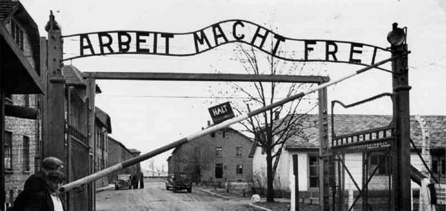 Nel Cilento gli studenti ricordano l'olocausto con un recital