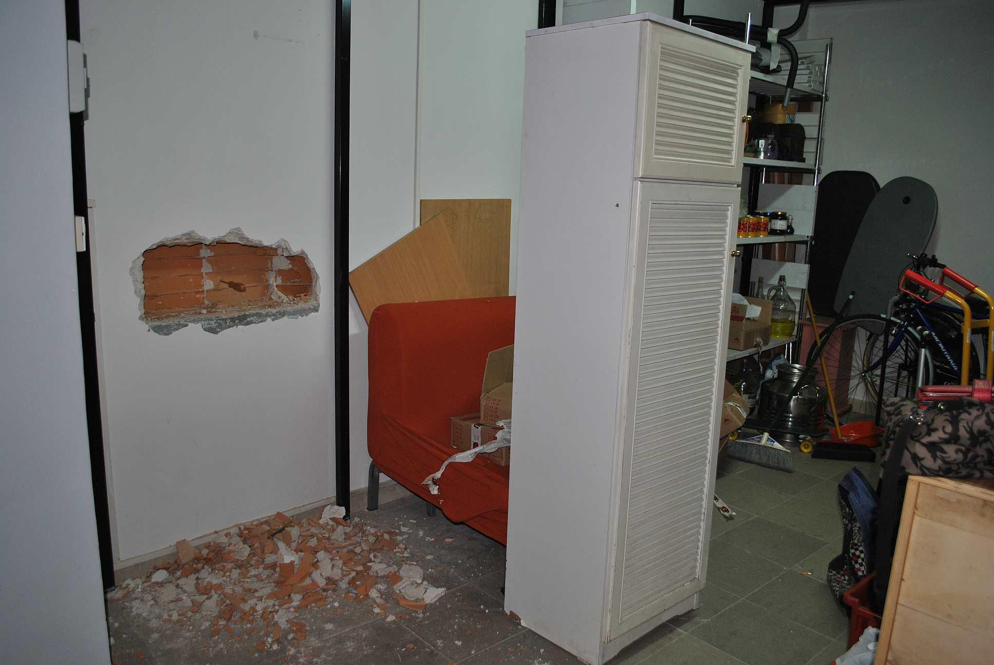 ladri-buco-muro2