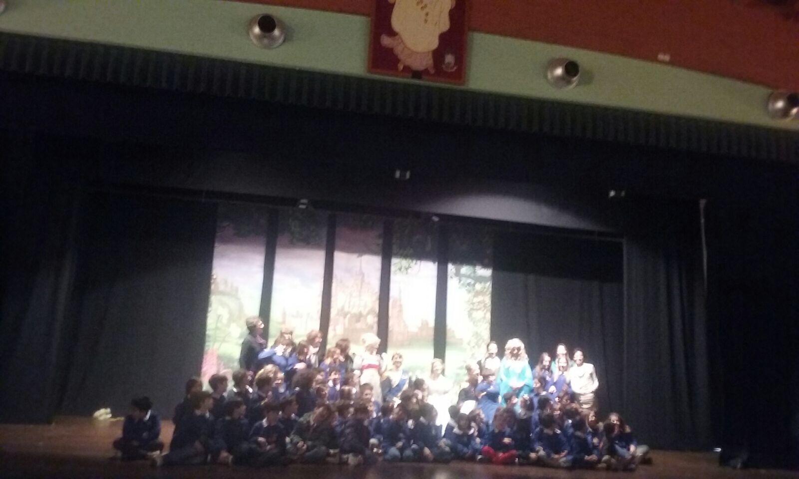 La scuola Pinto a lezione d'inglese con Cinderella