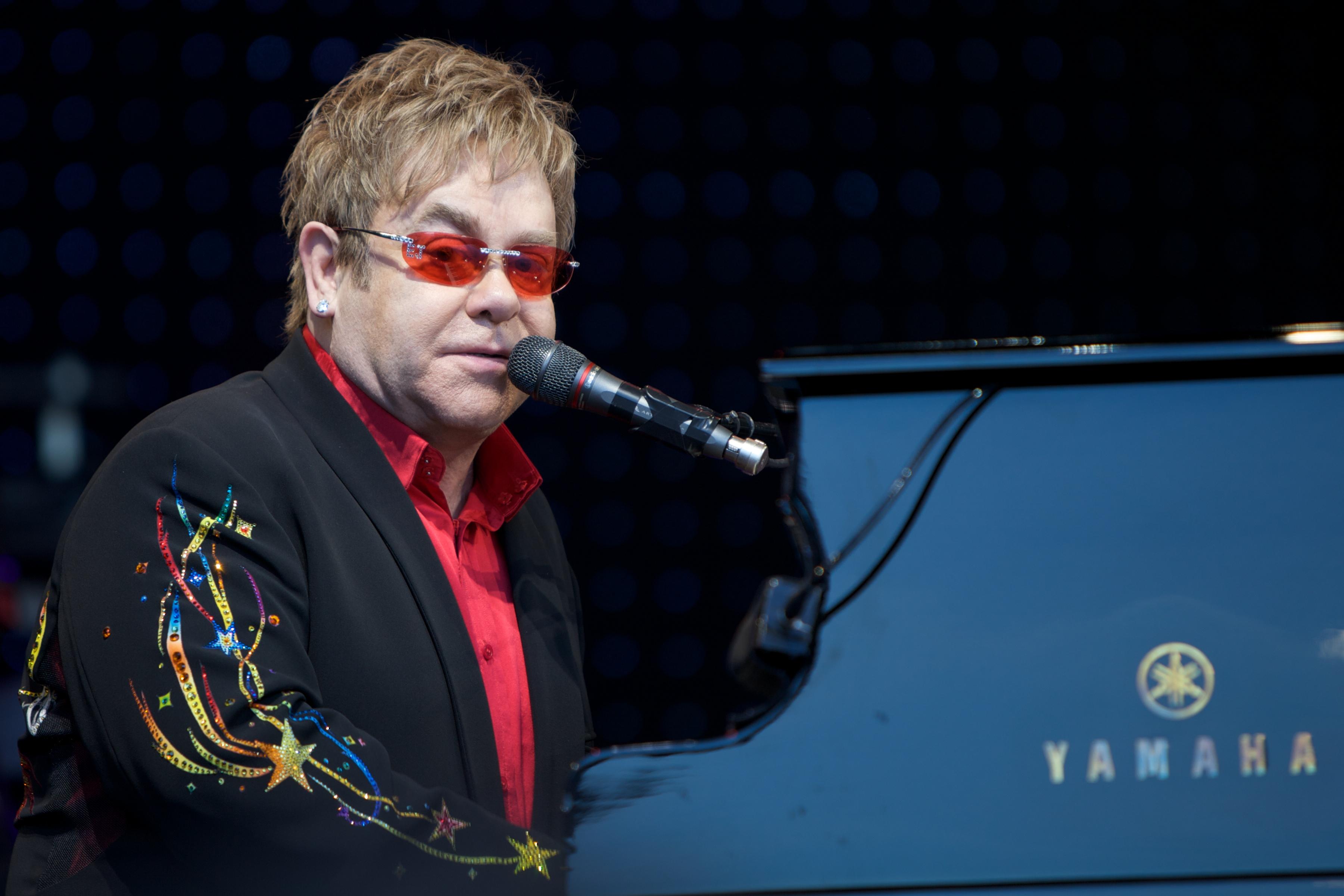 Elton John torna in Campania: sarà in concerto il 12 Luglio