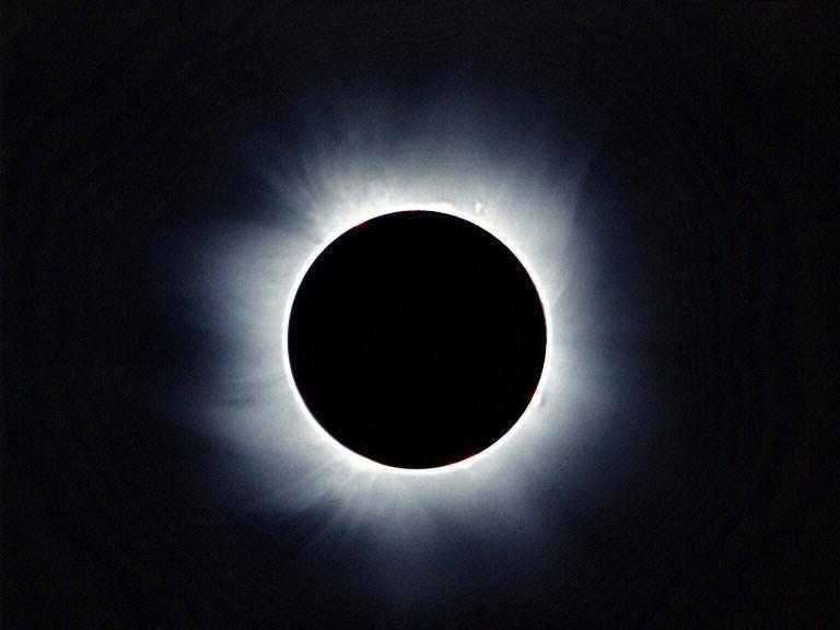 Mercoledì eclissi totale di Sole. Arriva la 'super luna nera'