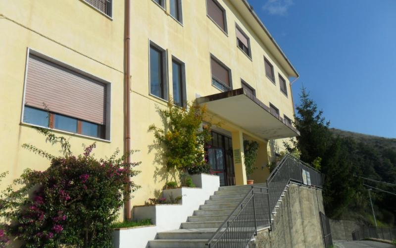 scuola_patroni_pollica