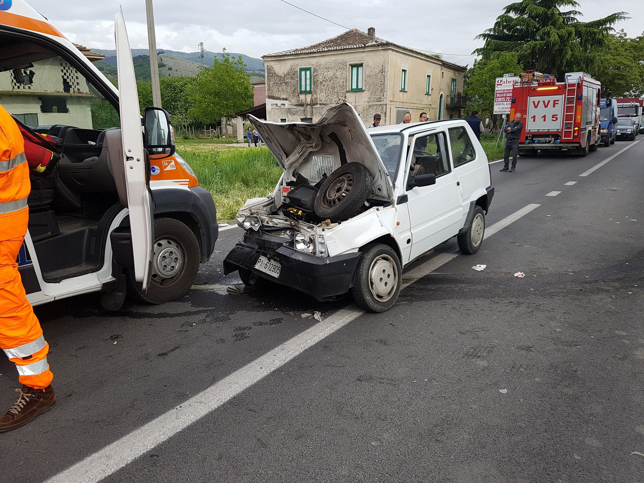 Grave incidente frontale, due feriti