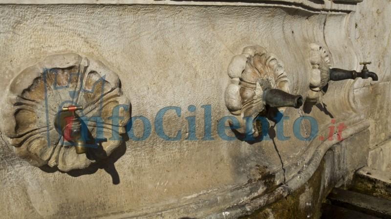 Batteri nell'acqua della fontana, scatta il divieto di utilizzarla a scopi potabili