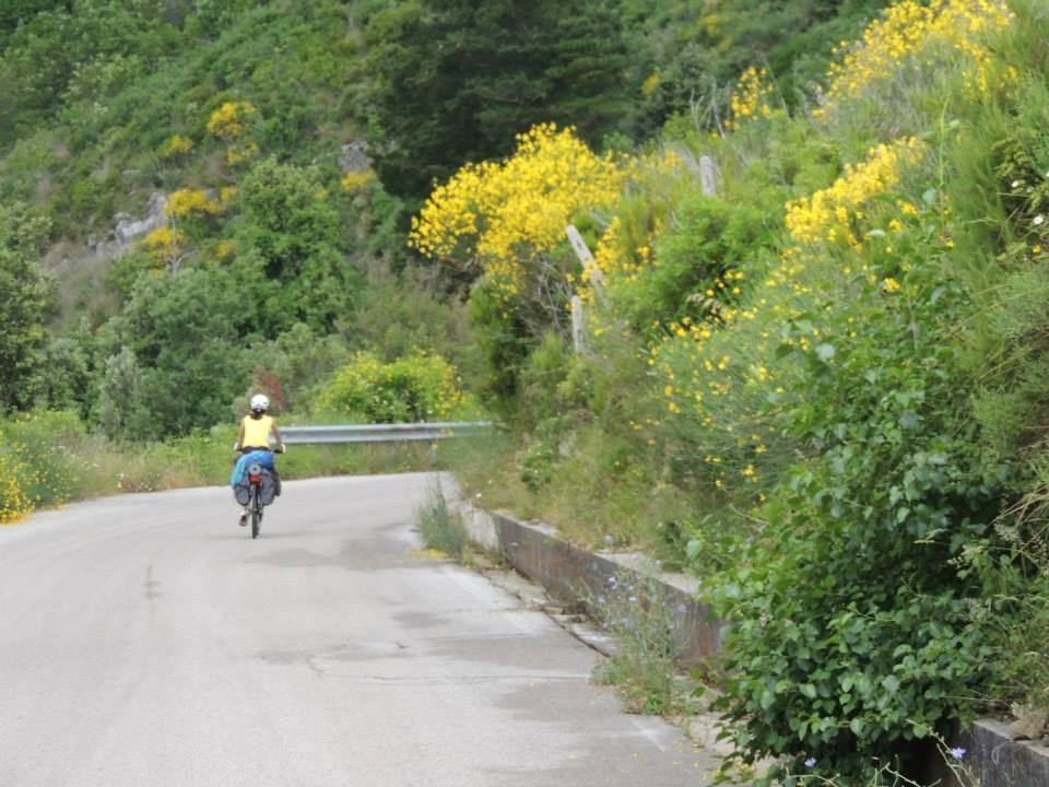 Tutti in bici nel Parco alla scoperta delle meraviglie naturali e degli antichi borghi