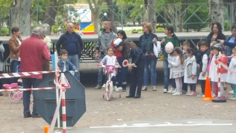 Ai bambini la 'patente civica': lezioni sul comportamento in pubblico