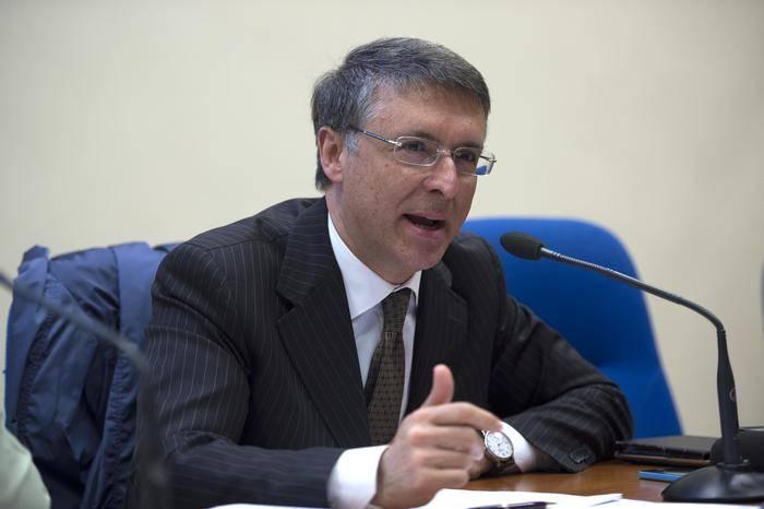 Il presidente dell'ANAC Dott. Raffaele Cantone, a Roma, 21 aprile 2016, per la firma del protocollo d'intesa sulla task force anticorruzione in Sanità. ANSA/MAURIZIO BRAMBATTI