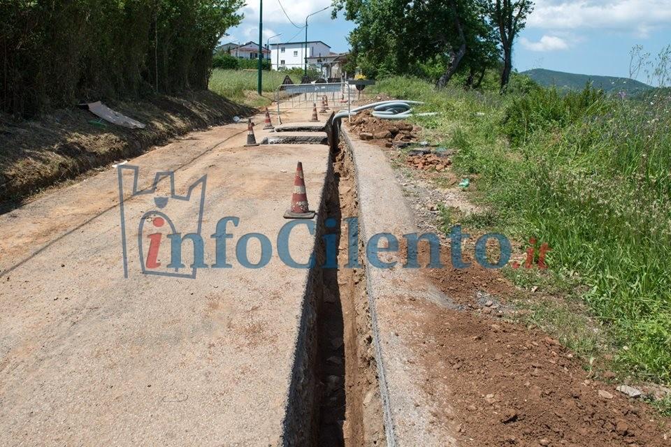Cilento: reperti archeologici affiorano dagli scavi, chiusa una strada | FOTO