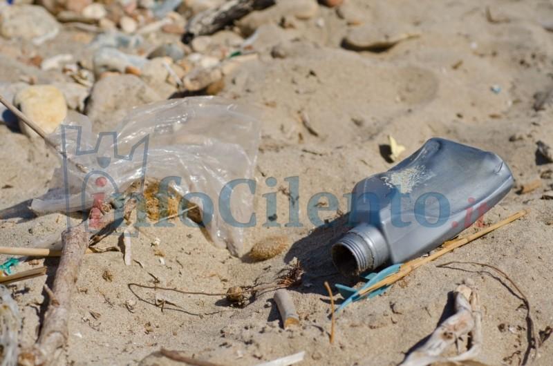 Cilento: ecco la mappa dei rifiuti trovati sulle spiagge. Ad Agropoli la situazione peggiore