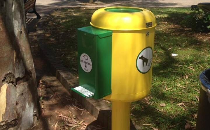 Basta deiezioni canine nei luoghi pubblici arrivano i for Contenitori raccolta differenziata brico