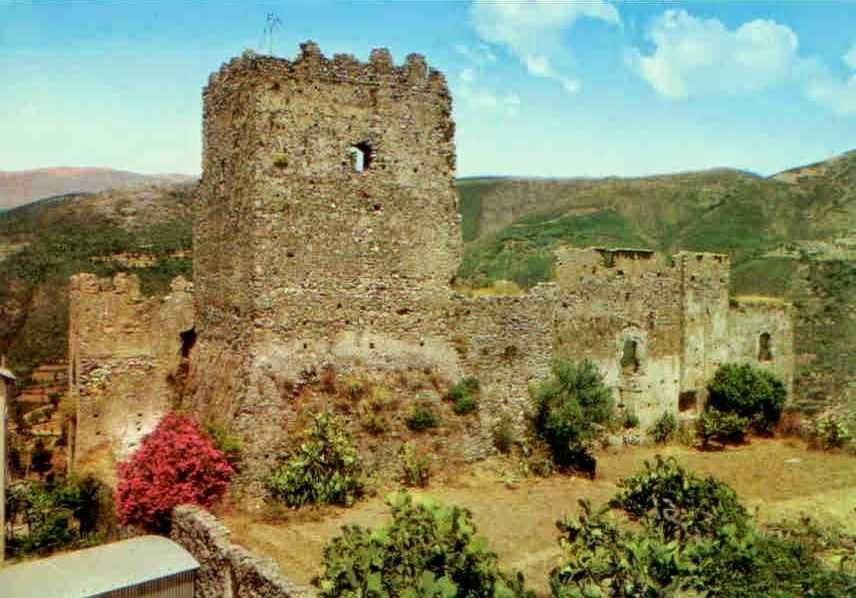 In viaggio lungo la costa meridionale del cilento info for Piani di casa castello medievale