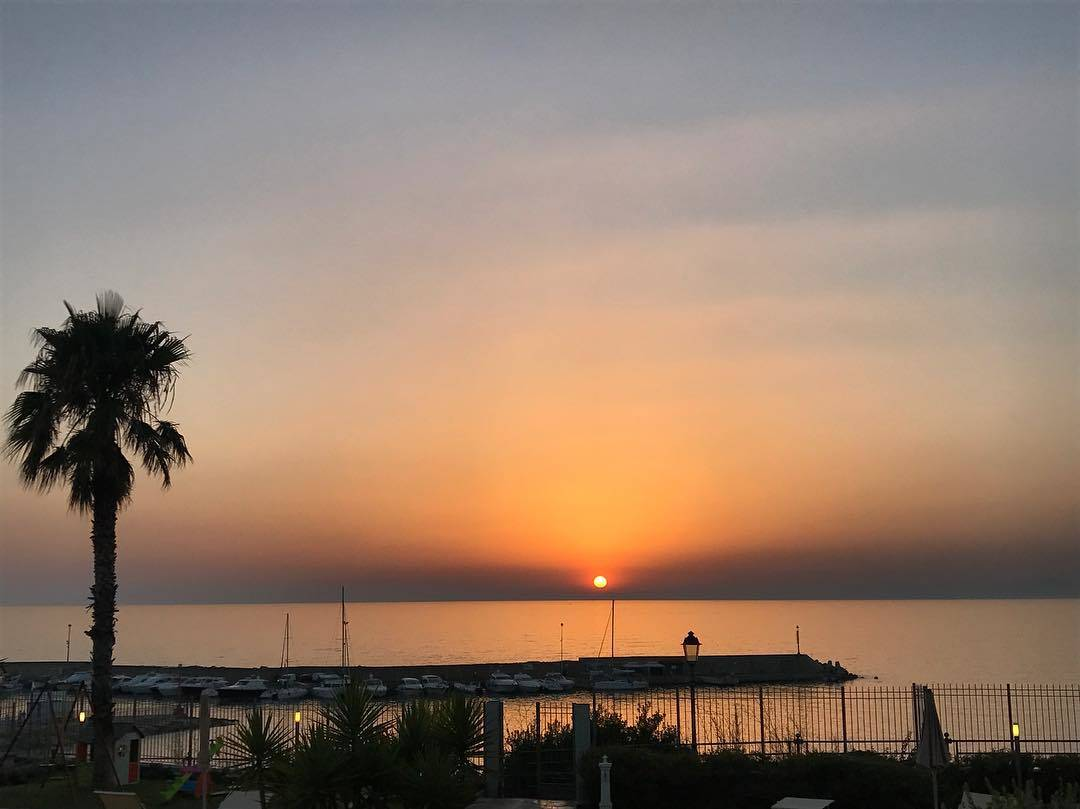 Salerno, 51enne annega per salvare le figlie in mare