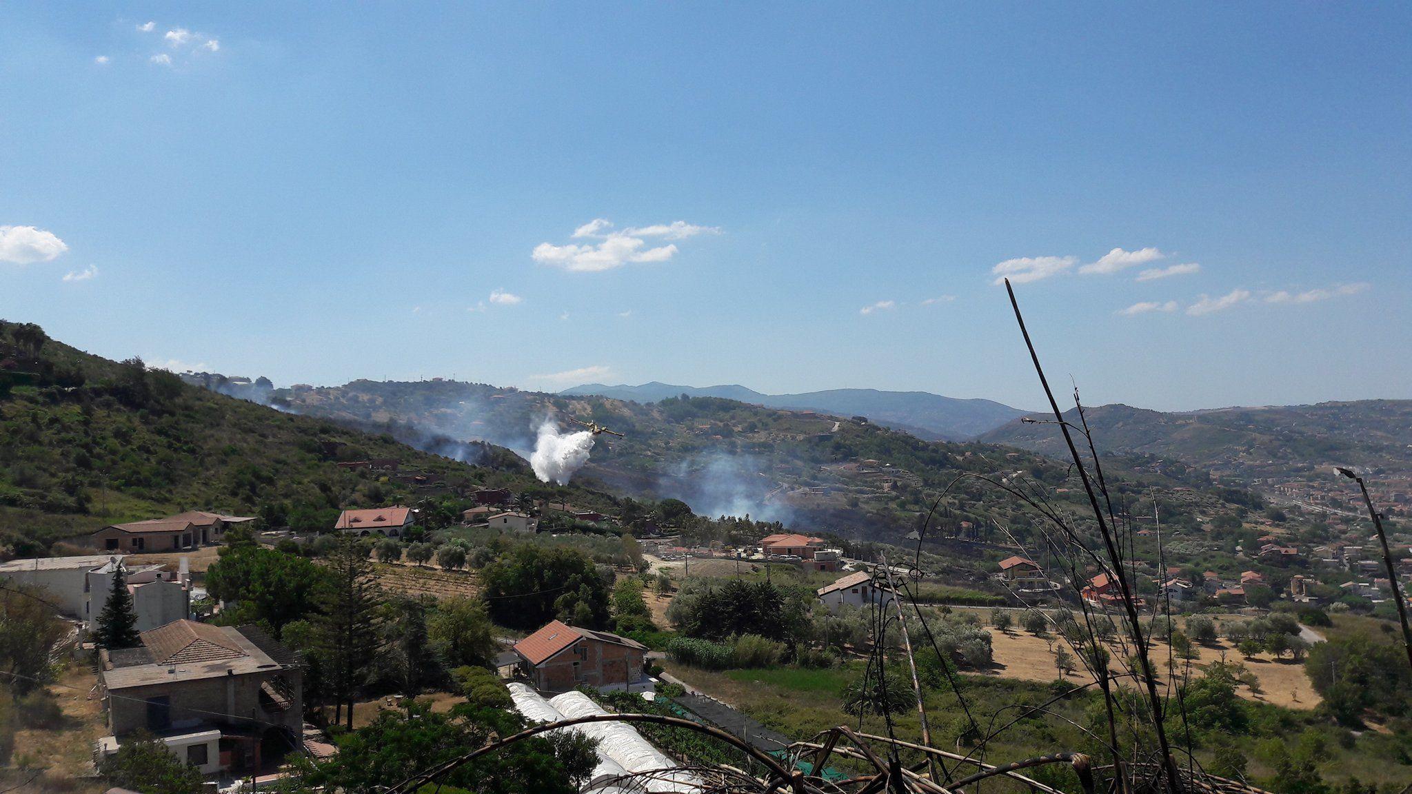 Ancora incendi: è un disastro! Dieci i comuni nella morsa del fuoco