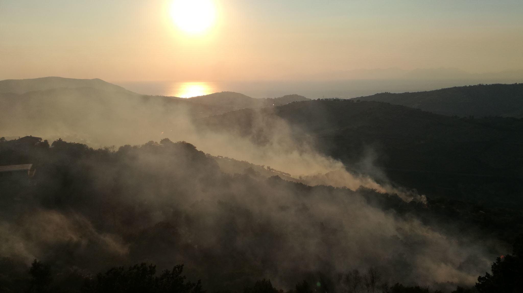 Incendi: bruciano anche i comuni di Torchiara e Laureana
