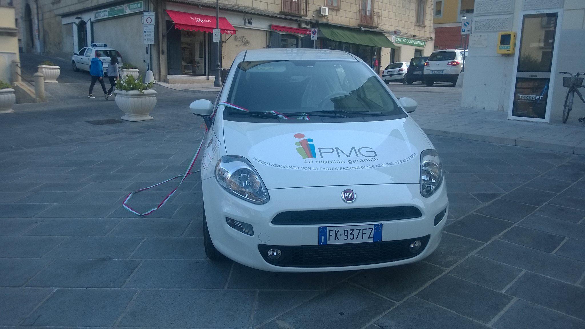 Vallo della lucania un mezzo per i disabili acquistato for Garage per due auto e mezzo