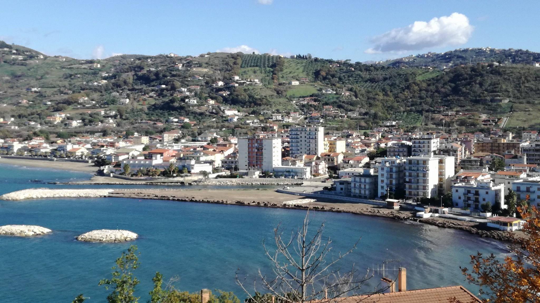 Photo of Agropoli, posidonia sull'arenile libero: scatta la protesta dei  vacanzieri