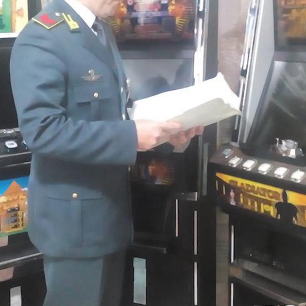 Photo of Slot machine clonate: in sei nei guai nel salernitano