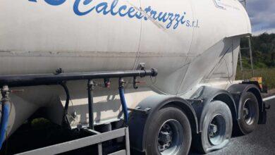 Photo of Paura sulla A2, esplode uno pneumatico: camionista rischia di perdere occhio
