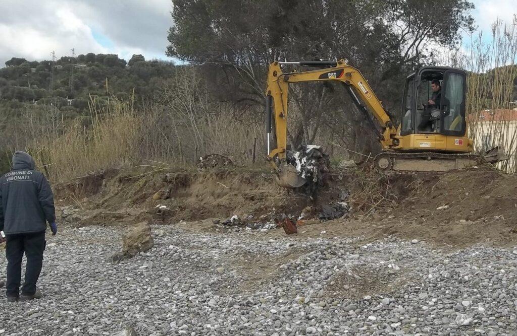 Villammare, la discarica sepolta non c'è più. La spiaggia è stata bonificata.