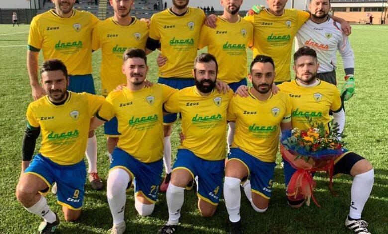 Photo of Seconda Categoria: Folgore Acquavella-Città di Camerota, un mazzo di fiori prima della gara