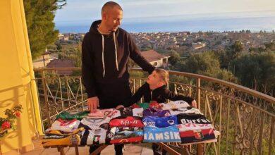 """Photo of L'iniziativa del cilentano D'Angelo: """"Maglie all'asta per aiutare gli ospedali della Campania"""""""