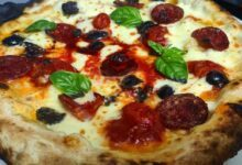 Photo of Cinghialona e fratacchiona, nel Cilento le frasi di De Luca diventano pizze gourmet