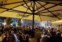 Photo of Polla, locale chiuso: troppe persone all'esterno. È polemica