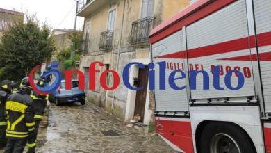 Photo of Gioi: voragine in strada, auto resta bloccata